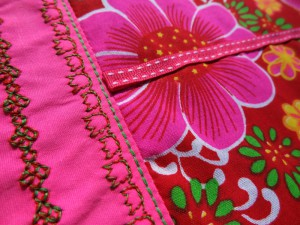 detail_ruban_broderie_trousse_800-600