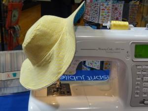 Chapeau de soleil - capeline jaune à chevrons