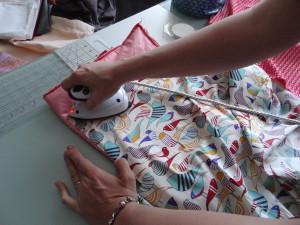 Même sur un accessoire, on prend les bonnes habitudes, on décatit son tissu !