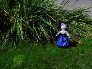 La poupée dans le parc