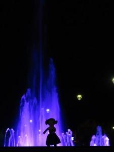 ombres chinoises devant la fontaine
