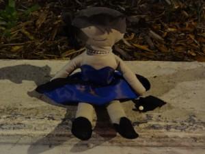 La poupée a mal à la tête !