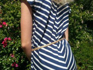detail dos et ceinture dorée